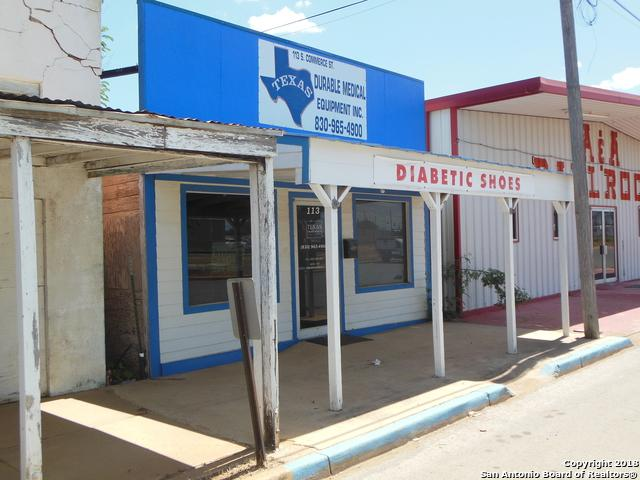 113 S Commerce St, Dilley, TX 78017 (MLS #1335172) :: Neal & Neal Team