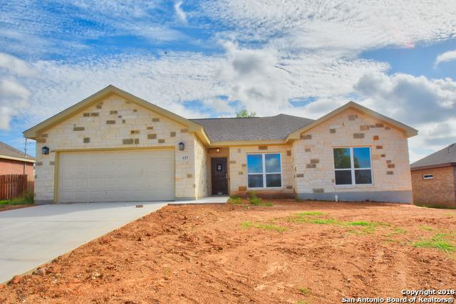 133 N 1st St, Floresville, TX 78114 (MLS #1335467) :: Alexis Weigand Real Estate Group