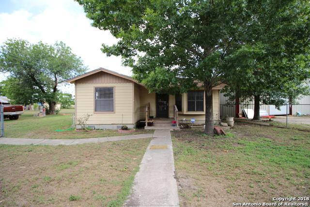 1615 E Chavaneaux Rd, San Antonio, TX 78214 (MLS #1337483) :: Alexis Weigand Real Estate Group