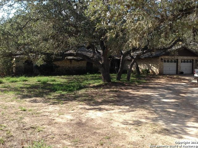 121 Live Oak Dr, Pleasanton, TX 78064 (MLS #1338903) :: Tom White Group