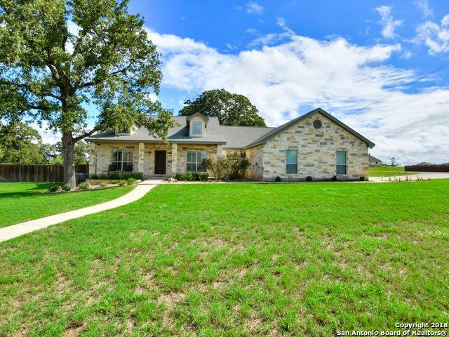 100 N Abrego Xing, Floresville, TX 78114 (MLS #1338951) :: Magnolia Realty