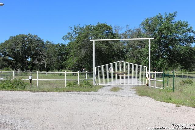 692 Private Road 7822, Natalia, TX 78059 (MLS #1339018) :: The Castillo Group
