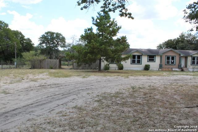 158 Willow Creek Dr, Floresville, TX 78114 (MLS #1339257) :: Exquisite Properties, LLC