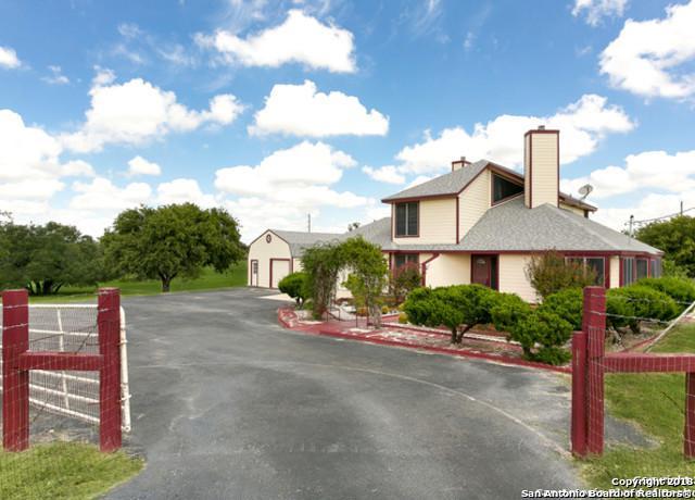 101 Shannon Ridge, Floresville, TX 78114 (MLS #1339889) :: Magnolia Realty