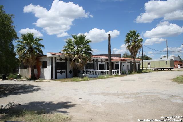 1409 N Oak St, Pearsall, TX 78061 (MLS #1339892) :: Tom White Group