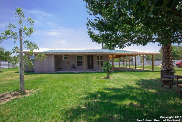 104 Creekpark Dr, Floresville, TX 78114 (MLS #1339976) :: Exquisite Properties, LLC