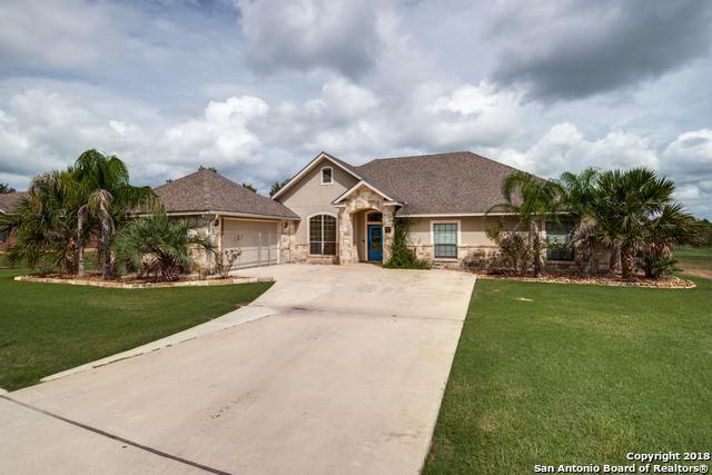 340 Edgehill, Pleasanton, TX 78064 (MLS #1340201) :: Erin Caraway Group