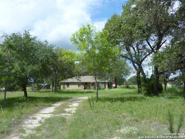 221 Creekside Dr, Floresville, TX 78114 (MLS #1340342) :: Neal & Neal Team