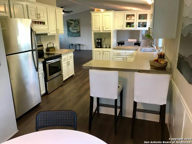 107 Harvest Ln, Floresville, TX 78114 (MLS #1340898) :: Magnolia Realty