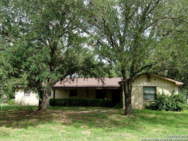 1268 Yellowstone St, Pleasanton, TX 78064 (MLS #1341045) :: Exquisite Properties, LLC