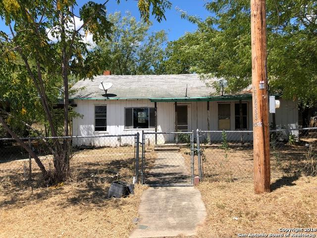 962 Avenue G, Poteet, TX 78065 (MLS #1341309) :: Alexis Weigand Real Estate Group
