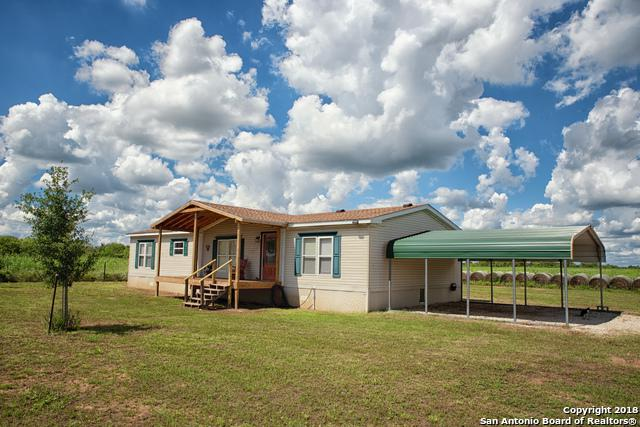 1061 County Road 6612, Devine, TX 78016 (MLS #1341366) :: NewHomePrograms.com LLC