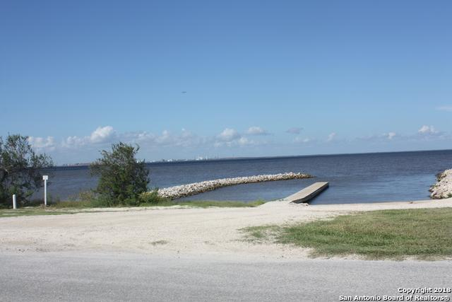 168 Ocean Dr, Port LaVaca, TX 77979 (MLS #1343234) :: Berkshire Hathaway HomeServices Don Johnson, REALTORS®