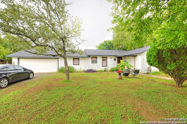 311 Renfro Dr, Devine, TX 78016 (MLS #1343703) :: Berkshire Hathaway HomeServices Don Johnson, REALTORS®