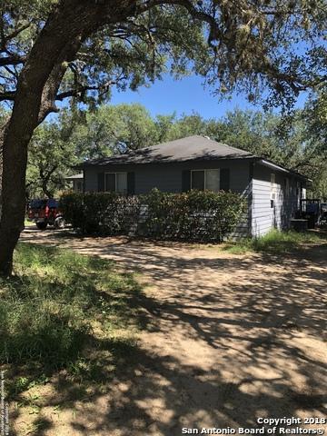 313 Crosscreek Dr, Floresville, TX 78114 (MLS #1343850) :: Tom White Group