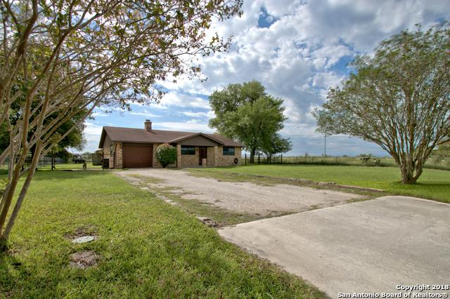 2015 Stagecoach Rd, Seguin, TX 78155 (MLS #1344265) :: Erin Caraway Group