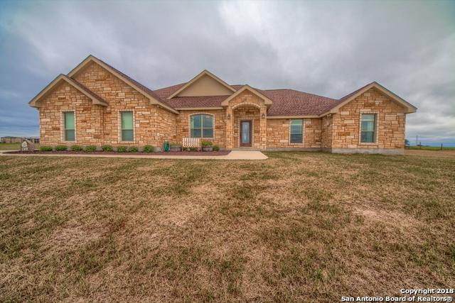 119 Triple Crown, La Vernia, TX 78121 (MLS #1344700) :: The Suzanne Kuntz Real Estate Team