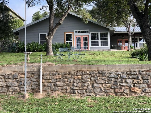 3802 River Oaks Dr, Kingsland, TX 78639 (MLS #1345366) :: Laura Yznaga | Hometeam of America