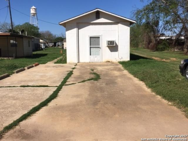 104 N Meerscheidt St, Dilley, TX 78017 (MLS #1345904) :: NewHomePrograms.com LLC