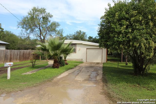504 W Benton Ave, Devine, TX 78016 (MLS #1346141) :: Tom White Group
