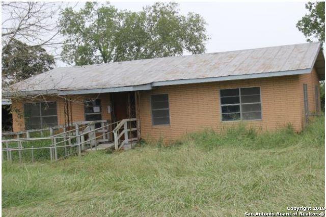 2902 Brown Ave, Jourdanton, TX 78026 (MLS #1346546) :: Neal & Neal Team