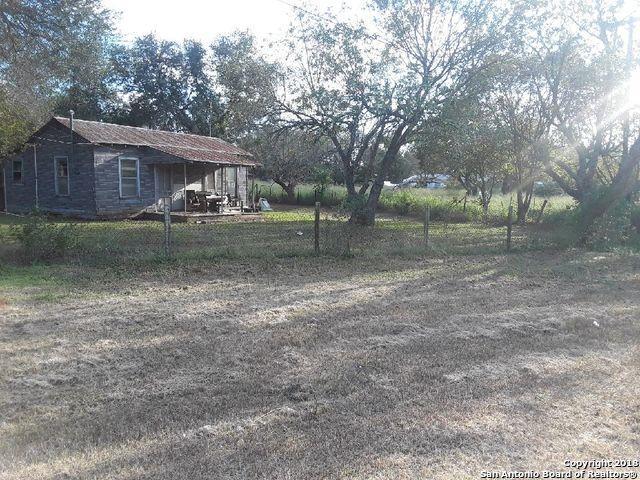 207 E 7th St, Elmendorf, TX 78112 (MLS #1346719) :: The Suzanne Kuntz Real Estate Team