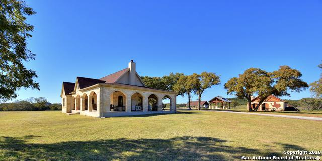 916 Middle Creek Rd, Fredericksburg, TX 78624 (MLS #1346838) :: Neal & Neal Team