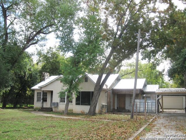 1939 W Kingsbury St, Seguin, TX 78155 (MLS #1346981) :: Tom White Group