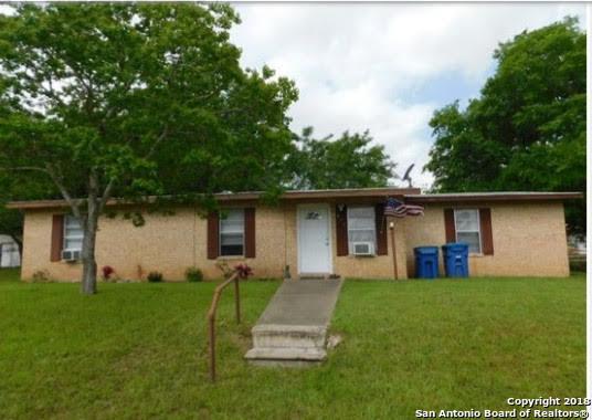 413 N Water St, Pleasanton, TX 78064 (MLS #1347493) :: Neal & Neal Team
