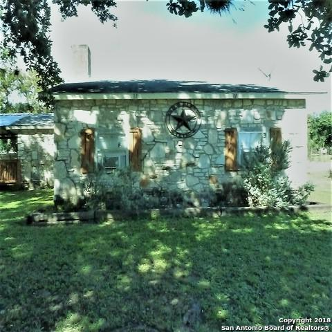 715 Hackberry St, Bandera, TX 78003 (MLS #1347799) :: Tom White Group