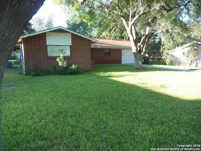 354 William Drive, Pearsall, TX 78061 (MLS #1347837) :: NewHomePrograms.com LLC