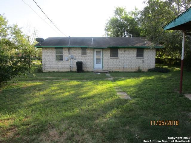 1121 E Comal St, Pearsall, TX 78061 (MLS #1347845) :: NewHomePrograms.com LLC