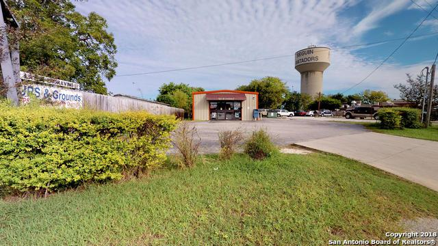 1136 E Kingsbury St, Seguin, TX 78155 (MLS #1348955) :: Tom White Group