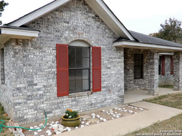 231 Eagle Ridge Dr, Floresville, TX 78114 (MLS #1350368) :: Exquisite Properties, LLC