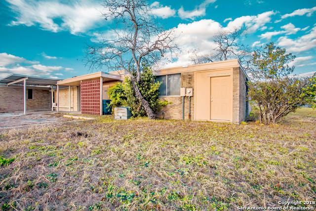1303 Hospital Blvd B, Floresville, TX 78114 (MLS #1351860) :: ForSaleSanAntonioHomes.com