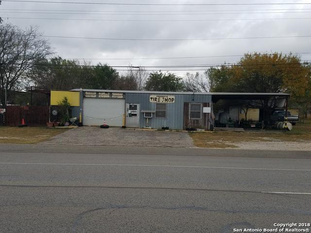2205 10th St, Floresville, TX 78114 (MLS #1352407) :: The Castillo Group