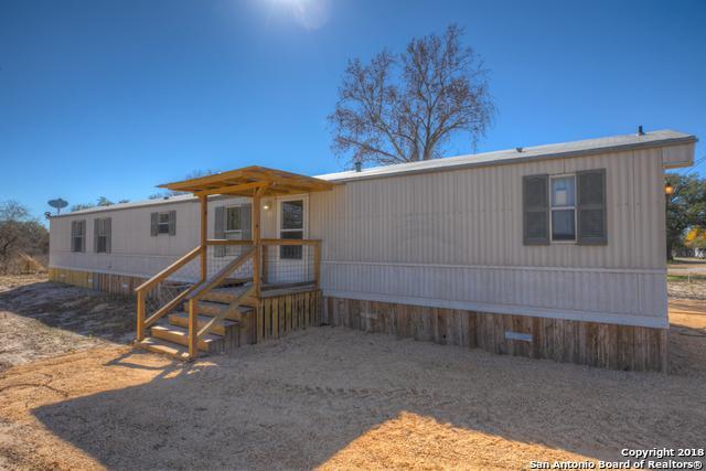 154 Shady Oaks Ct, Floresville, TX 78114 (MLS #1355266) :: ForSaleSanAntonioHomes.com