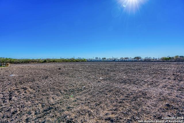 12156 Us Highway 87 S, Adkins, TX 78101 (MLS #1355728) :: The Gradiz Group