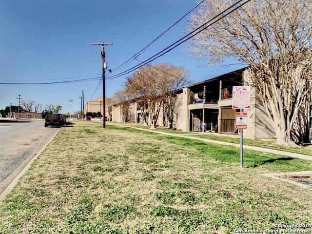 830 Stadium Dr, Pleasanton, TX 78064 (MLS #1355970) :: Tom White Group
