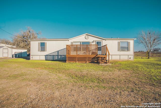 228 Terrace Hill Ln, Floresville, TX 78114 (MLS #1356457) :: ForSaleSanAntonioHomes.com