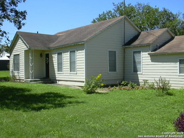 912 Zanderson Ave, Jourdanton, TX 78026 (MLS #1357623) :: NewHomePrograms.com LLC