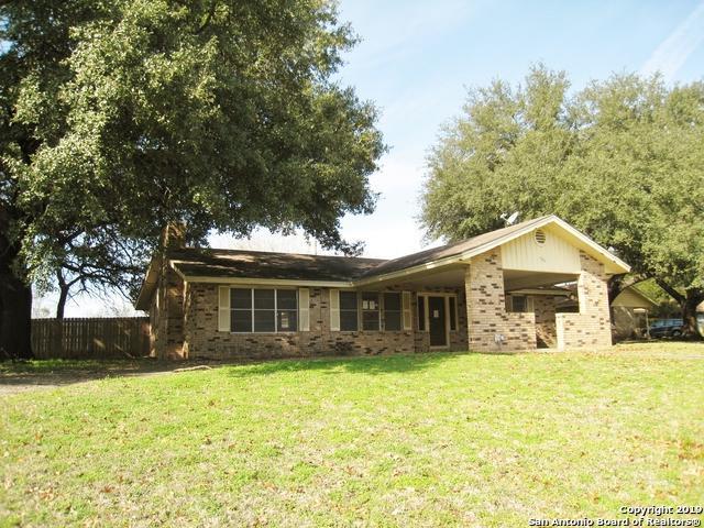 786 Renee St, Seguin, TX 78155 (MLS #1359918) :: Exquisite Properties, LLC