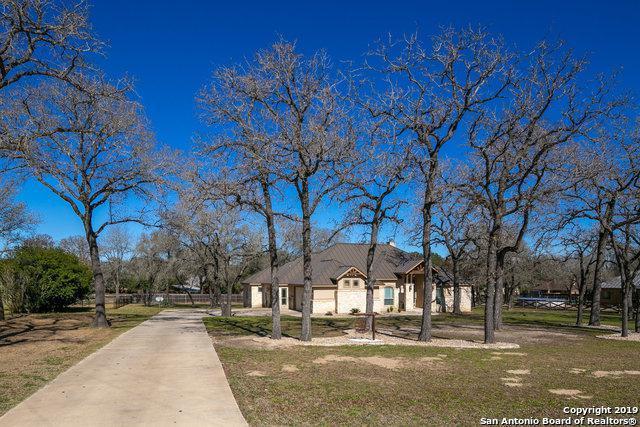 121 Copper Ridge Dr, La Vernia, TX 78121 (MLS #1360163) :: Tom White Group