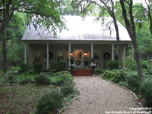 360 Millies Ln, New Braunfels, TX 78132 (MLS #1360811) :: NewHomePrograms.com LLC