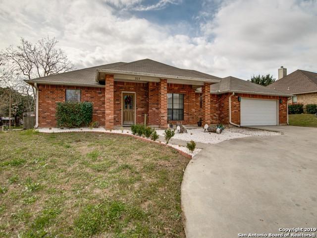 303 Edgehill, Pleasanton, TX 78064 (MLS #1361016) :: BHGRE HomeCity