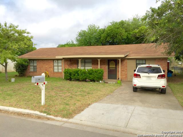 727 High Meadow Dr, Pleasanton, TX 78064 (MLS #1361197) :: ForSaleSanAntonioHomes.com