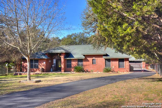 211 Woodland Blvd, Boerne, TX 78006 (MLS #1361316) :: Alexis Weigand Real Estate Group