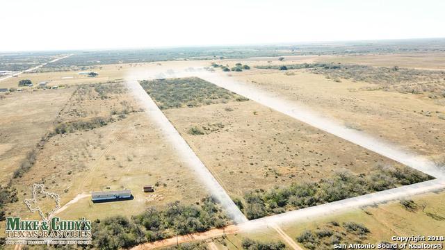 000 Mendiola Ln, Jourdanton, TX 78026 (MLS #1361362) :: Exquisite Properties, LLC
