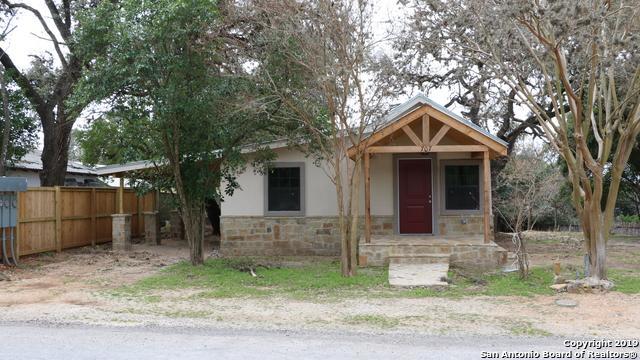 707 13TH ST, Bandera, TX 78003 (MLS #1361489) :: Erin Caraway Group