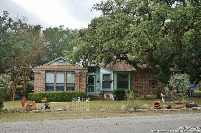 102 Arrowhead Ln, Boerne, TX 78006 (MLS #1363454) :: Erin Caraway Group